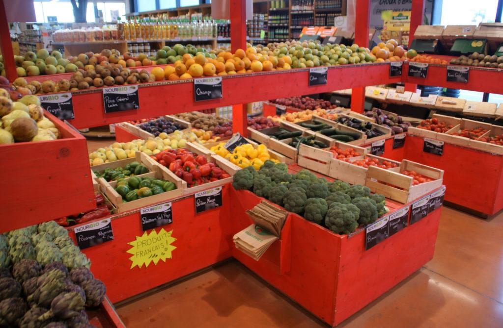 photo étal fruits et légumes magasin Nouribio Market Agde